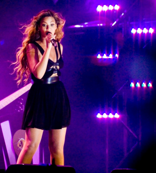 beyonce-picture-concert-singing2-osei-ozzy