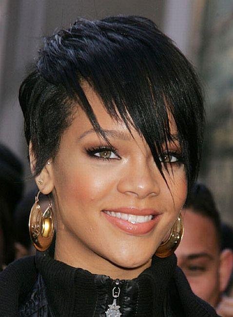 Rihanna speaks about nude photos!